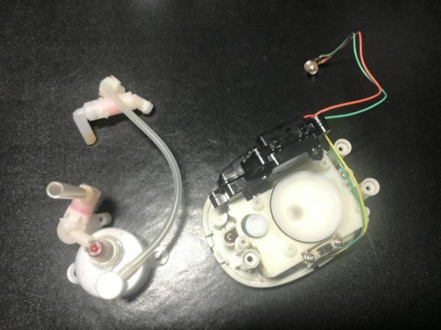 ミューズノータッチ泡ハンドソープのピストン部分を分解したところ
