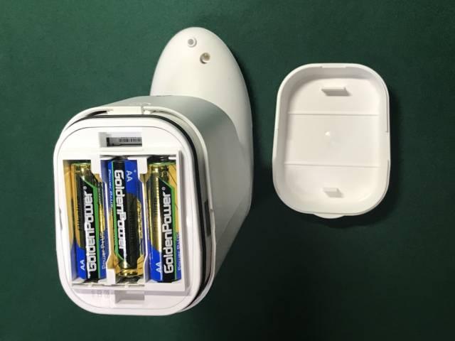 キレイキレイ泡ハンドソープオートディスペンサーに電池を入れたところ